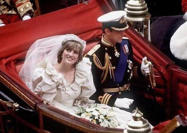 查爾斯兩次婚禮的表情對比:戴安娜是任務,卡米拉是真愛-圖6