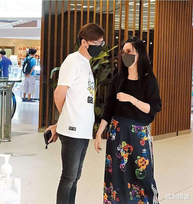 湯洛雯曬合照為妹妹慶生,兩人穿白裙各有風格,湯樂瑤身材超搶鏡-圖4