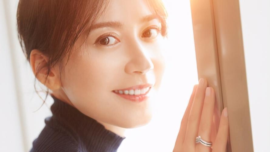 王菲梁咏琪韩雪综合体现薇娅直播间,失去十级美颜特效,是49岁?