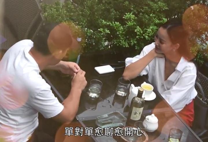 魏駿傑前妻穿深V短裙化身交際花,無縫銜接約3男喝酒熱聊-圖6