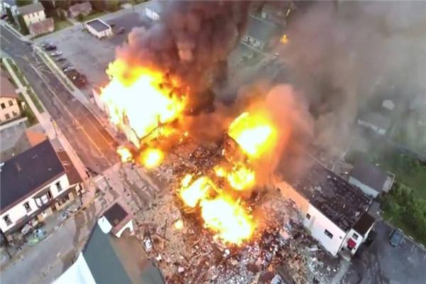 一聲巨響傳來,美本土3座大樓被夷為平地:911又重演瞭?-圖2
