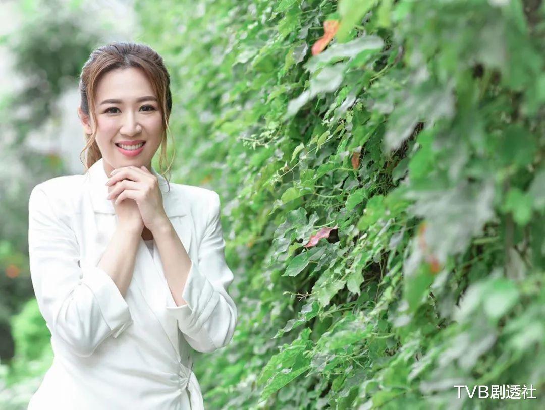 恭喜!32歲TVB港姐花旦被閨蜜曝結婚,曬鉆戒大方承認嫁金融才俊-圖7