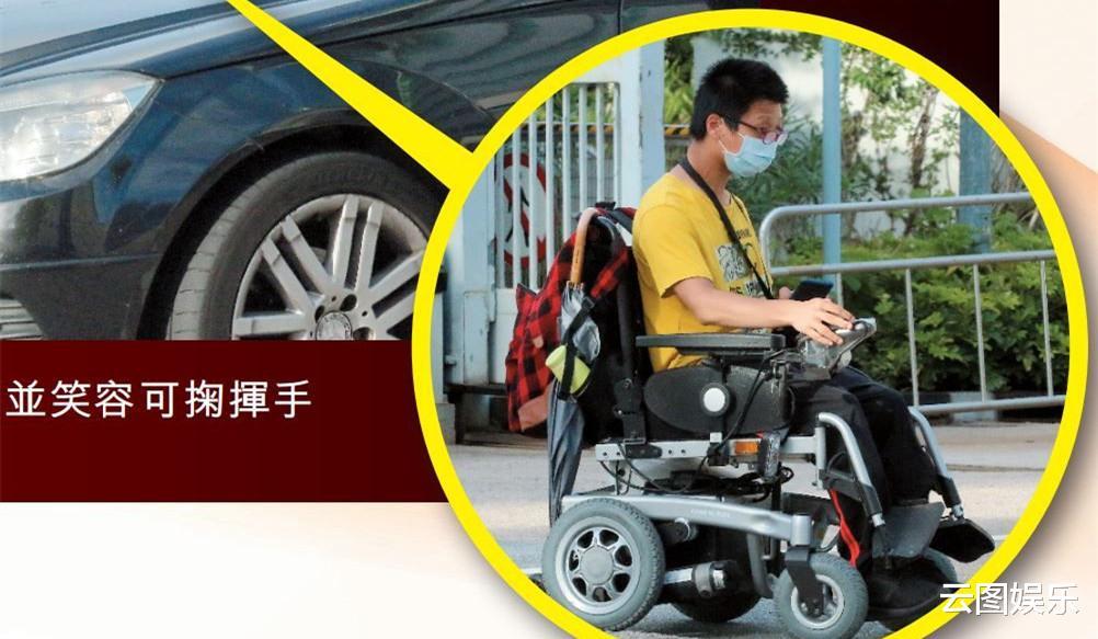 49歲視帝遇殘疾人求合影,主動讓對方上車拍照,態度友善毫無架子-圖2