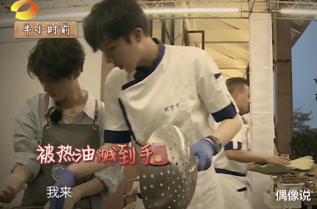 王俊凱錄節目被熱油燙傷!處理方式顯心酸,劉宇寧和張亮反應很暖-圖7