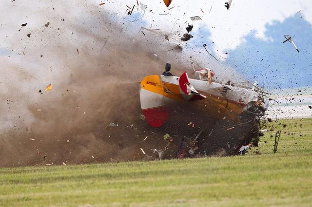 特朗普再接噩耗!一載有212人軍用包機突發意外,火光四射爆炸聲不斷-圖3