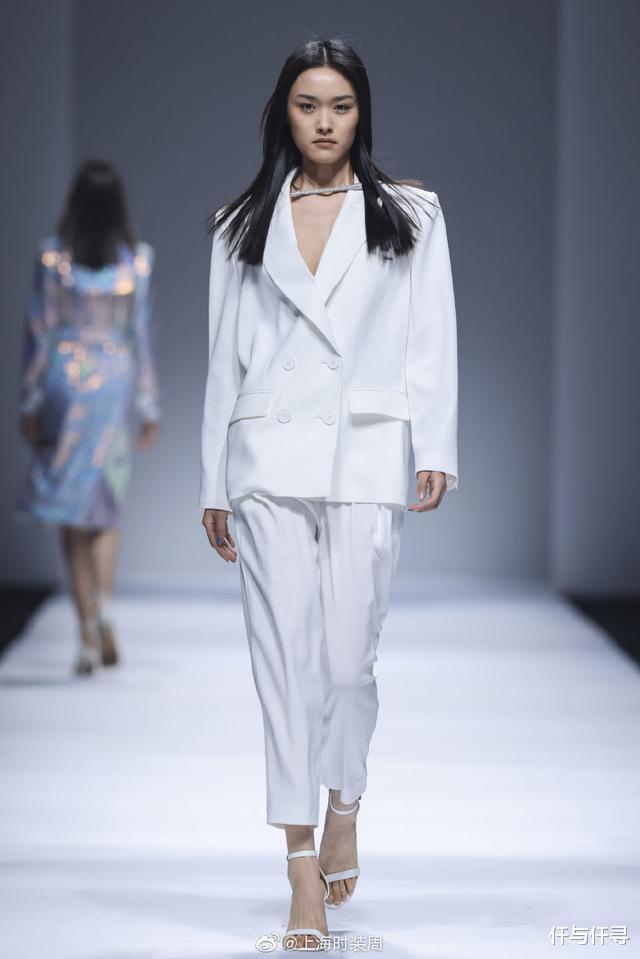 范冰冰高調出席上海時裝周,貝雷帽戴成浴帽,It Girl實至名歸-圖5