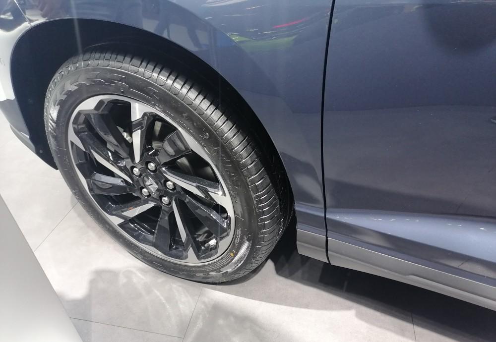 新寶駿RS-7亮相 年輕動感時尚中型SUV-圖4