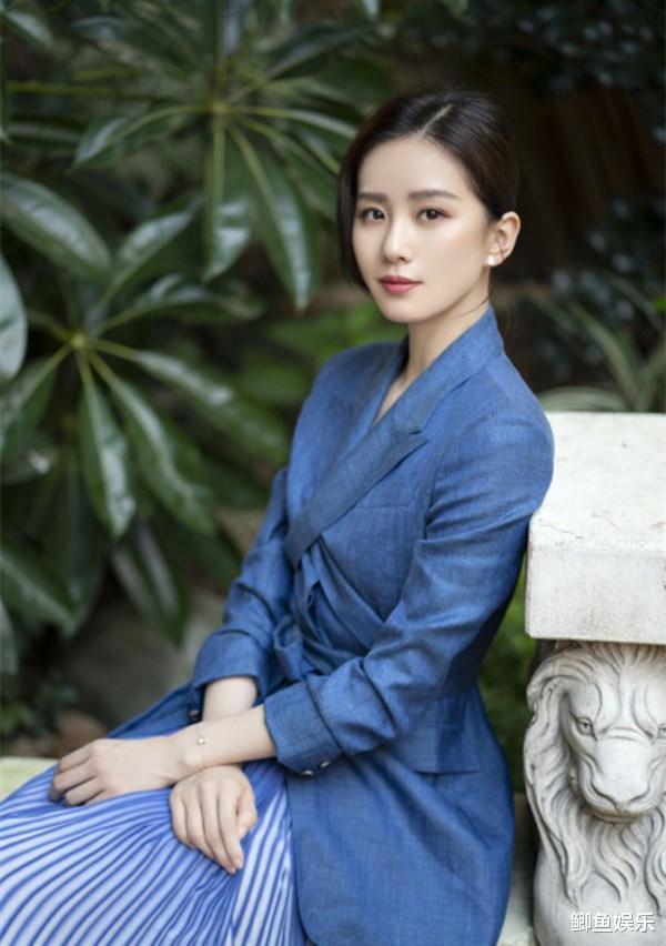 劉詩詩新劇正式定檔,造型美出新高度,藍色西裝太溫柔-圖6