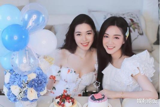 湯洛雯曬合照為妹妹慶生,兩人穿白裙各有風格,湯樂瑤身材超搶鏡-圖3