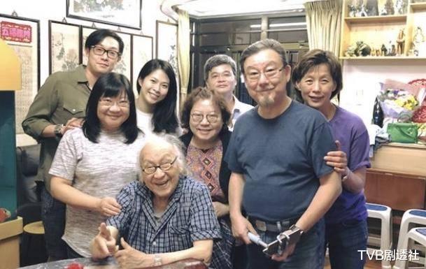 恭喜!香港資深老戲骨再度榮升為太姥爺,四世同堂96歲仍老當益壯-圖4