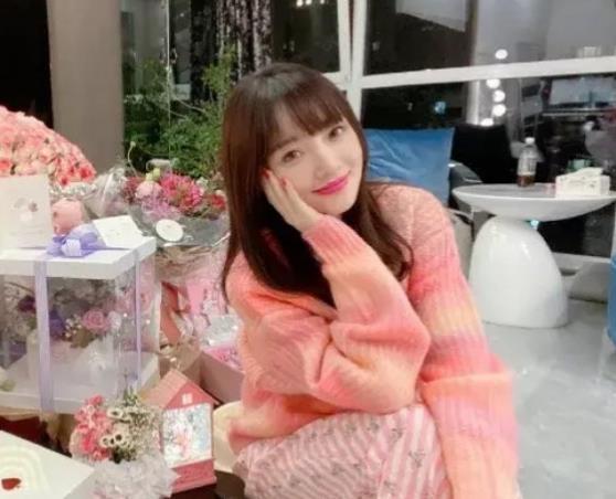 李小璐過39歲生日,昔日姐妹團銷聲匿跡,網友評論更是不堪入目-圖5