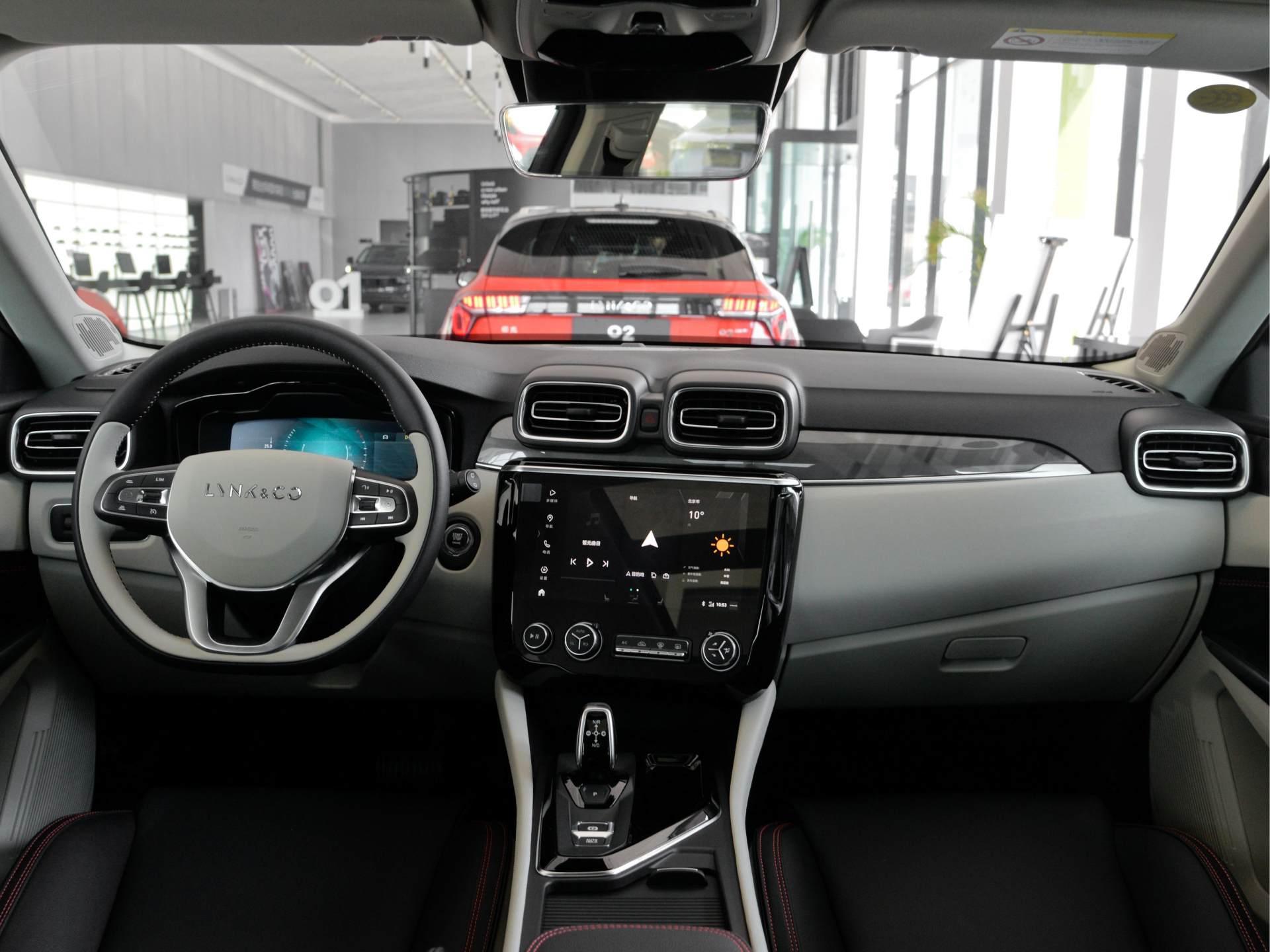 領克的SUV領克02:高配2.0T+6AT,軸距超2.7米,1萬元能接受嗎-圖5