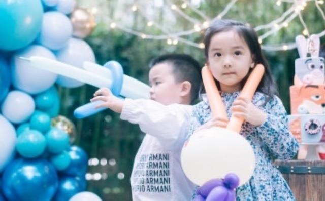 董璇母女參加張嘉倪兒子生日會,小酒窩暴風抽高顏值很搶鏡-圖6