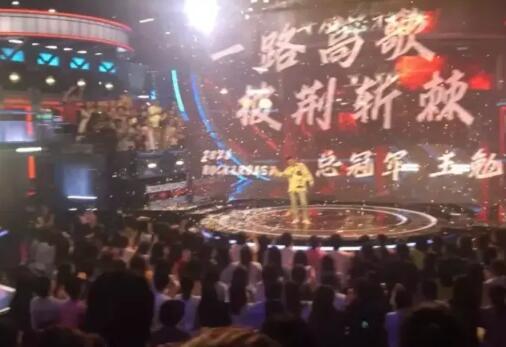 《脫口秀大會》第三季冠軍是王勉嗎 帶著一把吉他從頭戰到尾-圖3