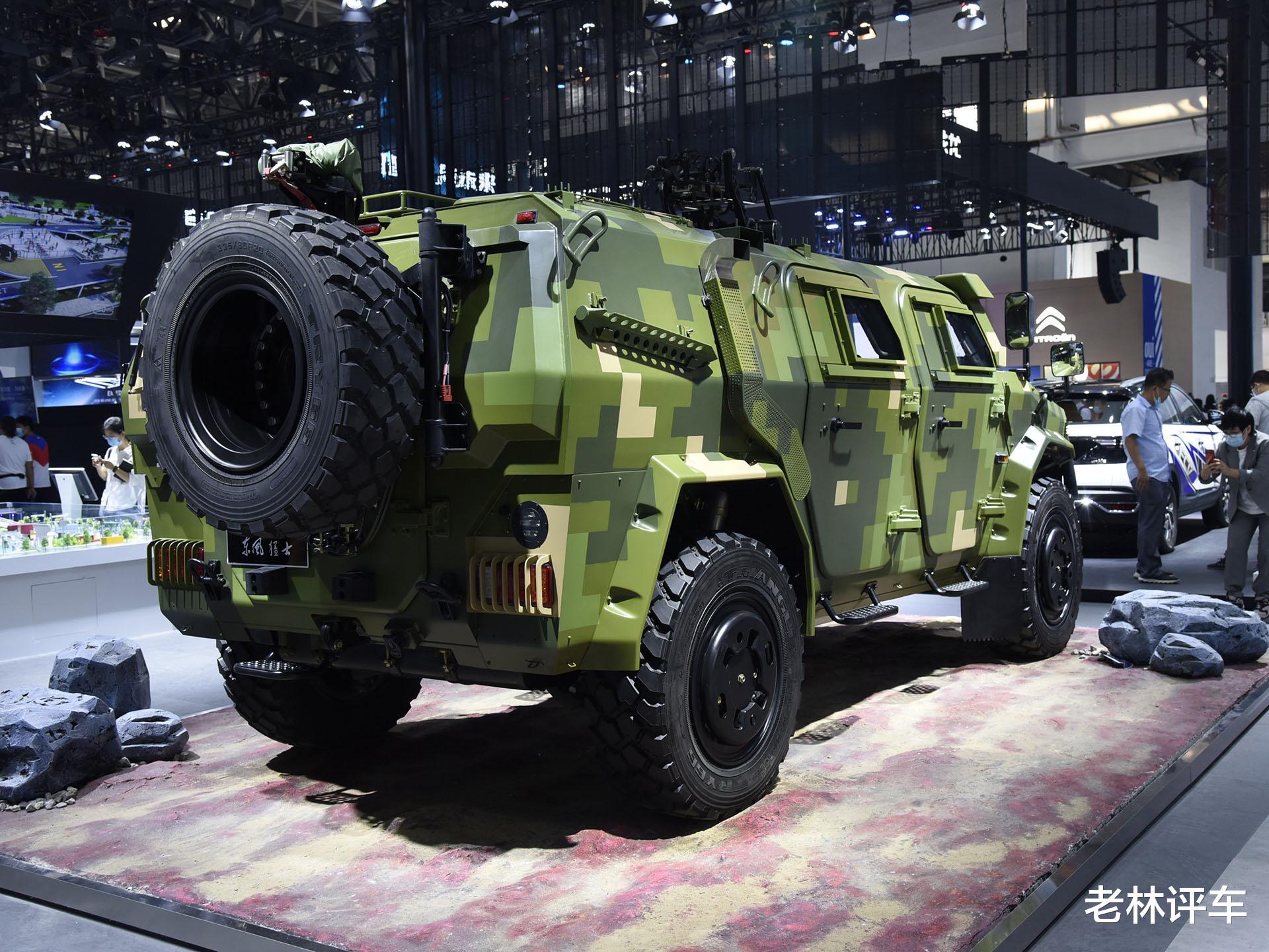 為瞭引起關註,東風直接把一輛4噸的軍用猛士擺上瞭北京車展展臺-圖8