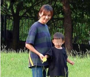 陳意涵一傢三口草地野餐,畫面溫馨幸福,1歲兒子軟萌可愛像爸爸-圖3