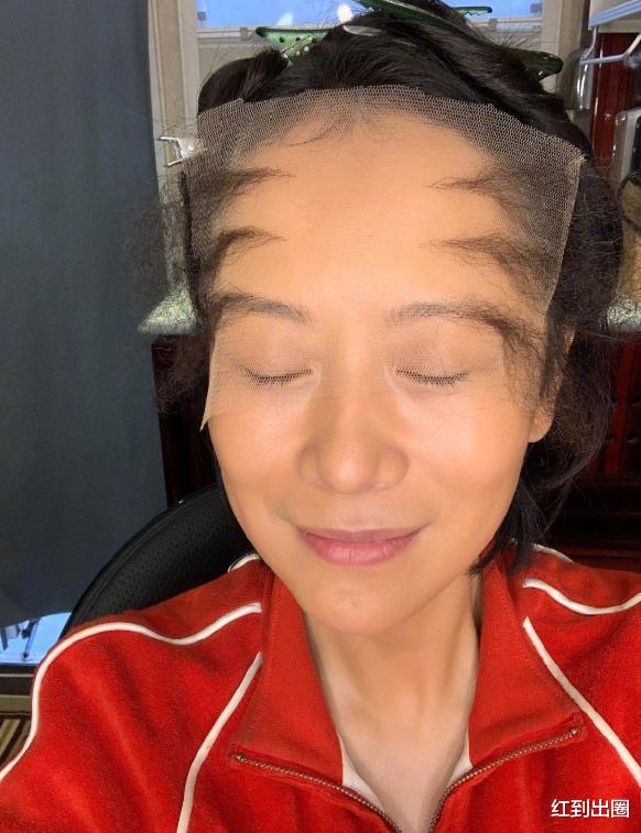 43歲海清曬禿頂新造型,發際線上移腦袋頂,自嘲太像奔波兒灞-圖2