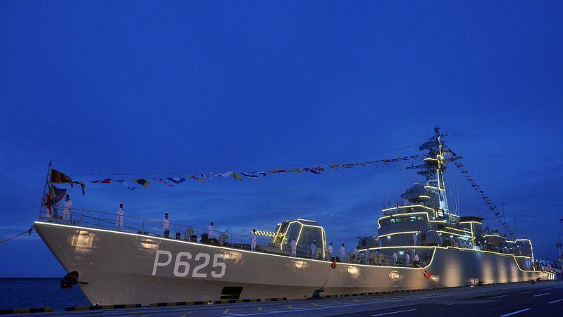 21個垃圾集裝箱被拒!英國呼籲尊重市場規律,大批軍艦出動後服軟-圖5