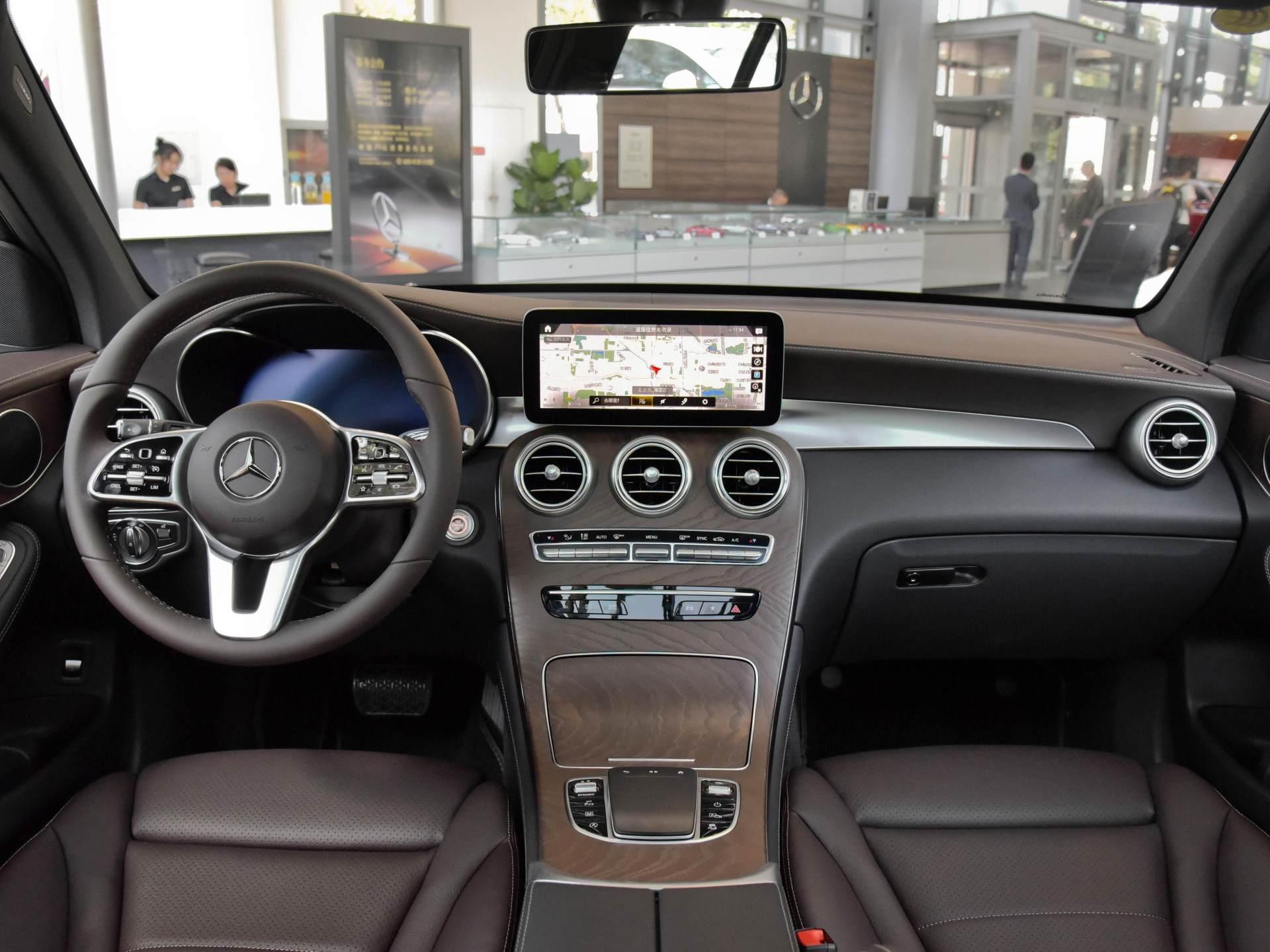 實在的豪華SUV,高近1.9米,2.0T+四驅,奔馳品牌是亮點-圖5