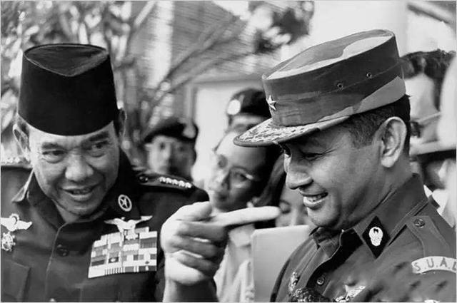 1965年印尼排華事件,30萬人遇害,我僑民頭顱被掛路旁示眾-圖3