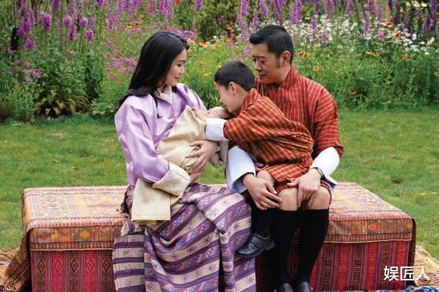 30歲不丹王後遭遇勁敵!國王情人溫柔現身,膚如凝脂宛如江南美人-圖7