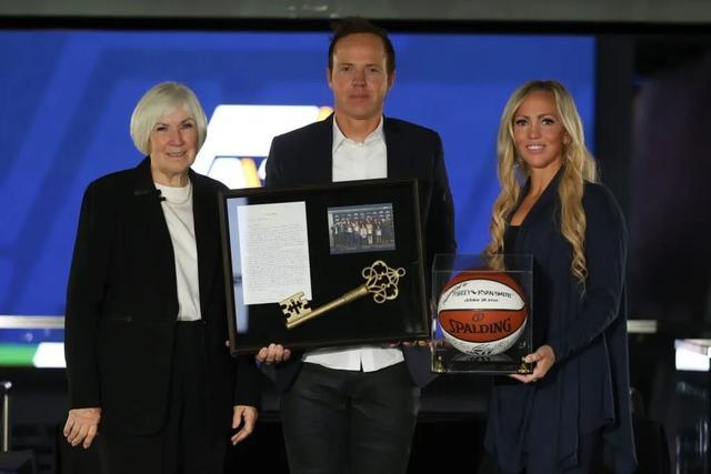 ndsl和ndsi_炸了!莫雷重返NBA!16.6亿美元,休赛期第一笔大交易来了!-第15张图片-游戏摸鱼怪