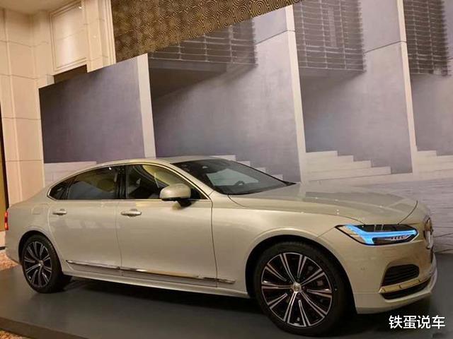 新中大型轎車沃爾沃S90到店品鑒,換同級別最強動力,配水晶擋把-圖4