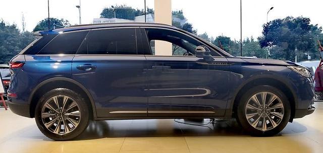 """又一豪華SUV""""黑馬"""",懸浮式車頂+12.8英寸大屏,24.68萬起-圖4"""