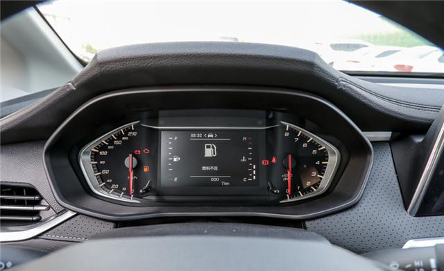 很像豪華品牌的國產MPV,大通G50非常大氣,空間寬敞很實用-圖6