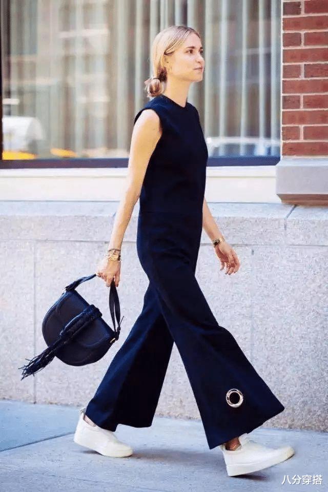 Ella陳嘉樺坐豪車亮相,一襲黑色抹胸連體褲,二八比例太驚艷-圖9