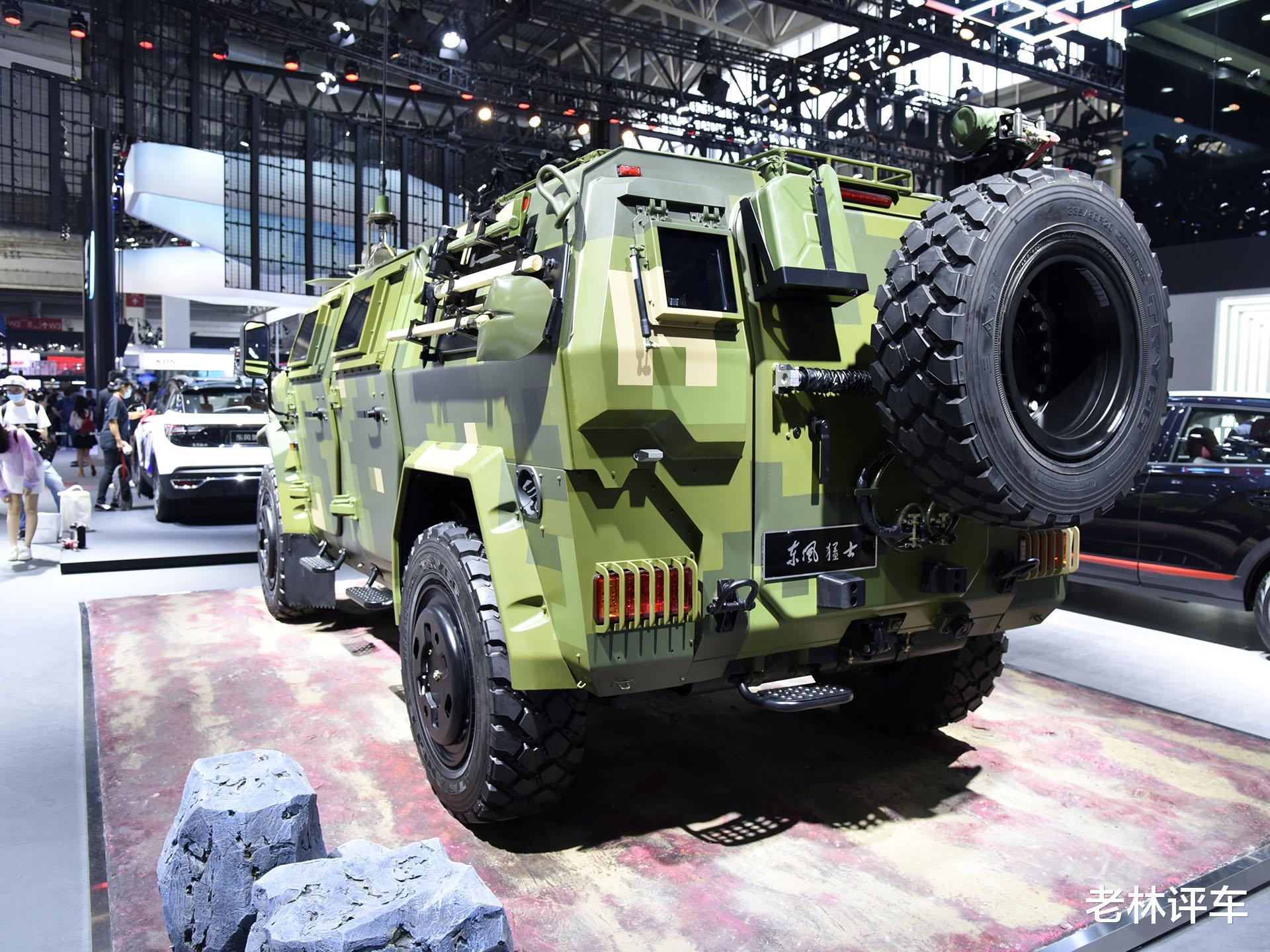 為瞭引起關註,東風直接把一輛4噸的軍用猛士擺上瞭北京車展展臺-圖6
