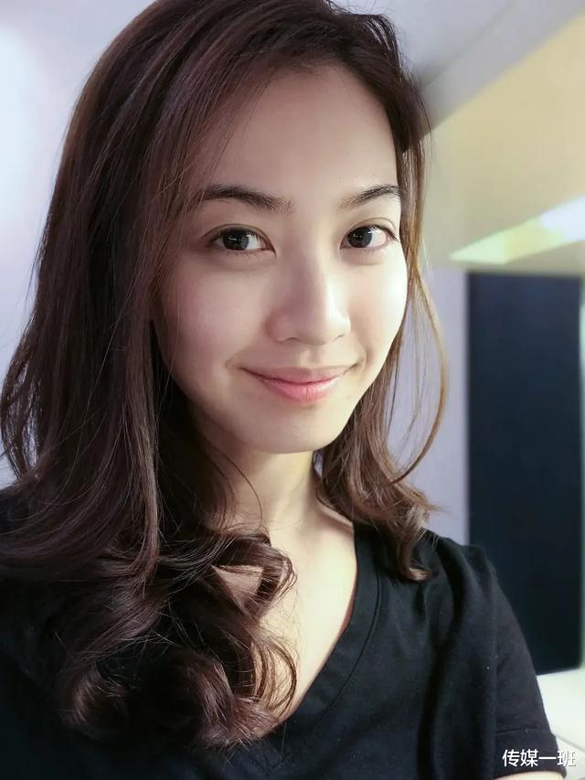 港姐清流朱千雪:看淡娛樂圈浮華,跳槽當律師,嫁給青梅竹馬-圖7