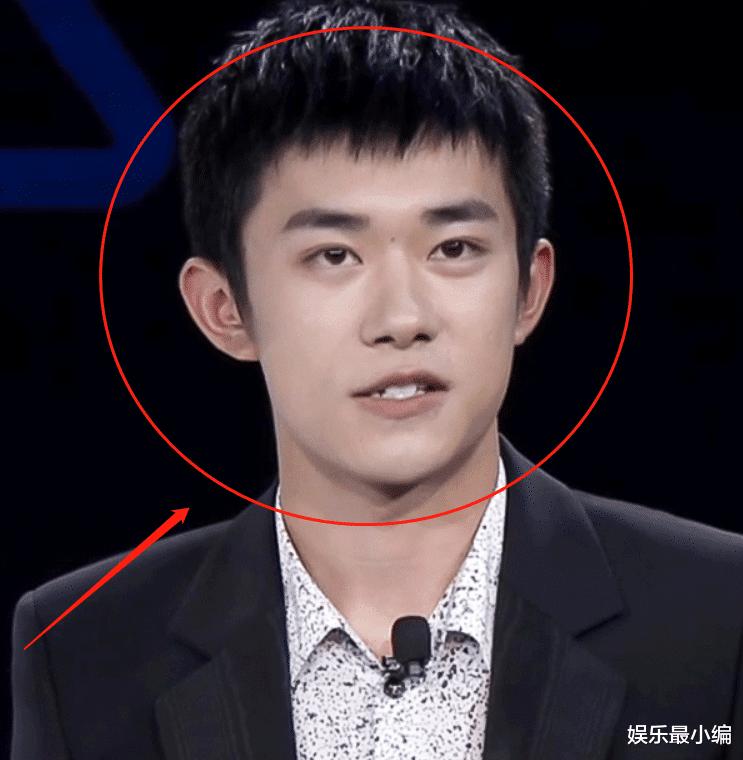 易烊千璽再現狗啃劉海,活動生圖照曝光,19歲的皮膚狀態很真實-圖6