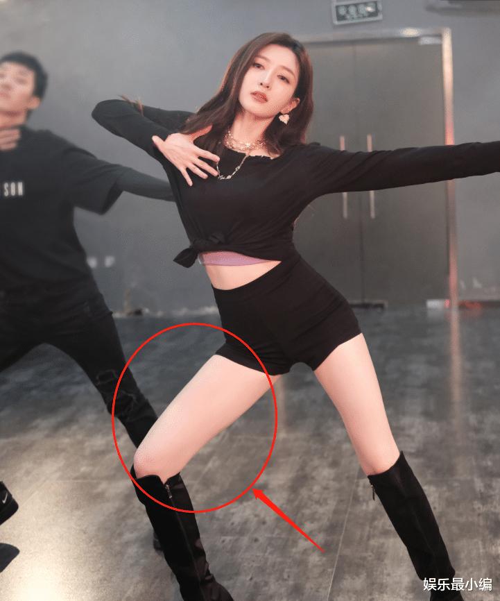 江疏影曬舞蹈視頻,畫面掃過她腿的那一刻,舞蹈功底如何一看便知-圖4