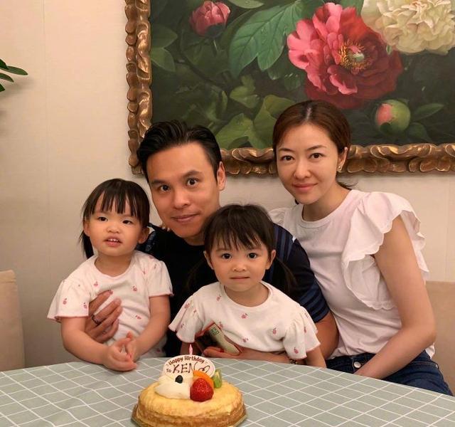 39歲熊黛林為老公慶生,兩女兒雖為雙胞胎姐妹,無關長相卻天差地別-圖2