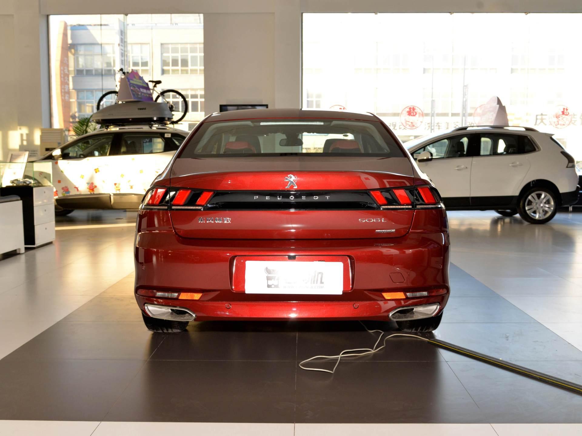 雅閣邁騰不算啥,這臺B級車軸距2848mm,1.8T+8AT價格16萬-圖2