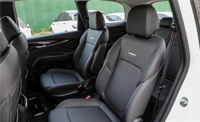 很像豪華品牌的國產MPV,大通G50非常大氣,空間寬敞很實用-圖8