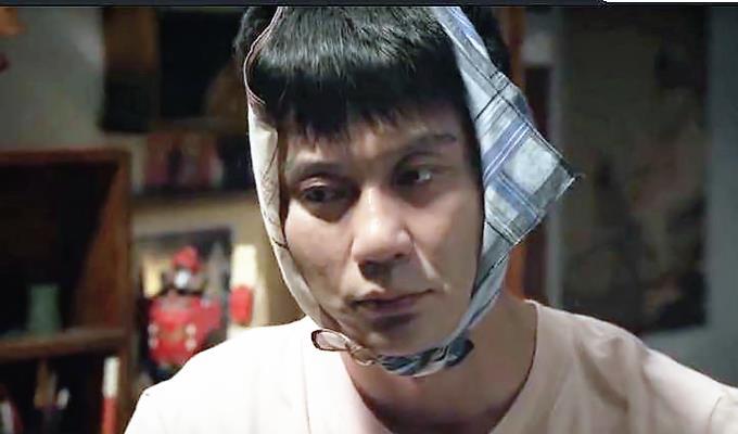 42歲李晨裝嫩演高中生,磨皮都蓋不住一張老臉,尬到眼睛都疼-圖2