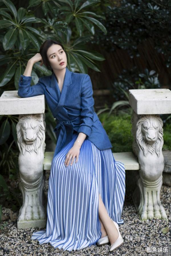 劉詩詩新劇正式定檔,造型美出新高度,藍色西裝太溫柔-圖5