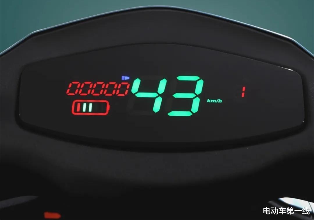 雅迪又推出一款電動車銳速,配備1200W電機,72V容量電池!-圖5