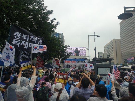 這個國傢是你個人的嗎:韓國上萬人集會 要求罷免文在寅-圖7