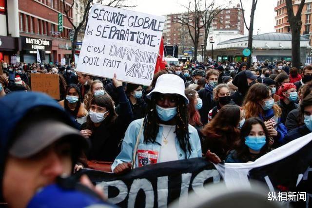 抗議《整體安全法》巴黎街頭成暴力街區,馬克龍罕見直播2小時求理解-圖4