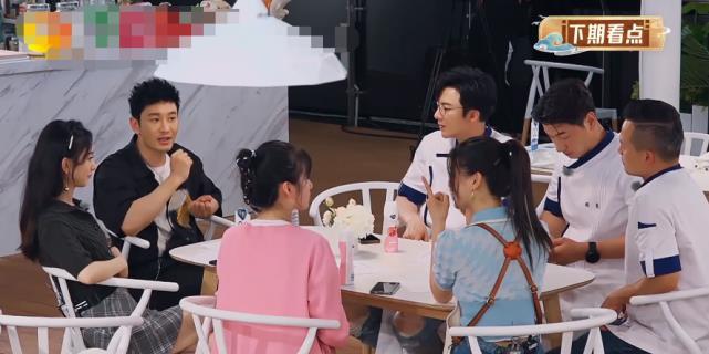 """同是來中餐廳,劉宇寧第一頓吃""""剩飯"""",看楊超越吃啥?真不敢相信-圖5"""