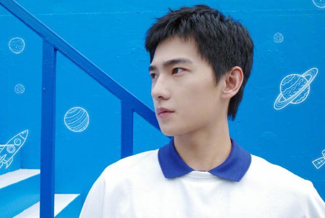 羅雲熙和楊洋新劇穿校服,一個32歲,一個29歲,誰更有少年感-圖6