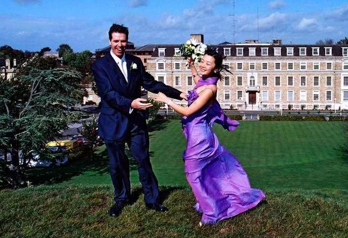 為瞭嫁給英國人不惜放棄中國國籍,從央視辭職,如今淒涼回國-圖5