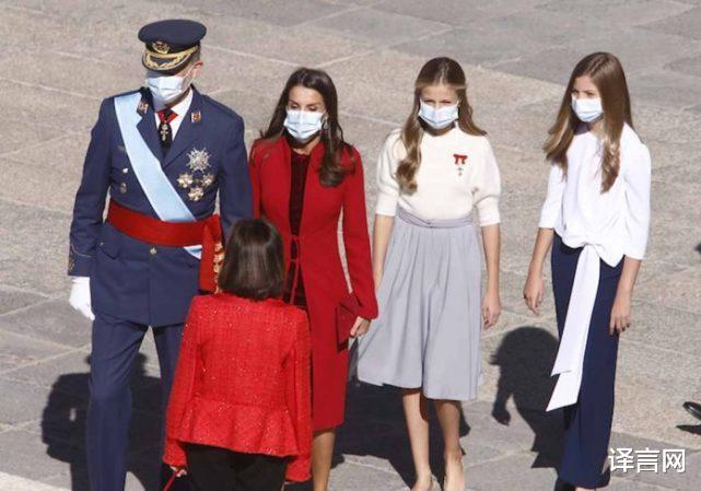 西班牙14歲大公主變優雅少女,金羊毛勛章醒目,與13歲妹妹距離拉大-圖8