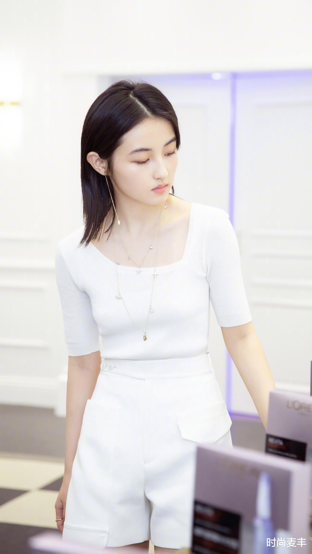 張子楓和孫儷妹妹成同學,代言運動品牌,白色羽絨衣秀冬季時尚-圖5
