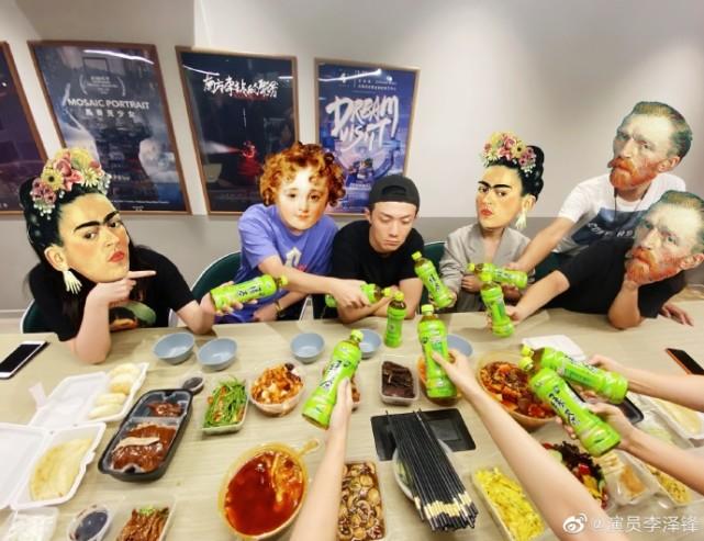 許幻山回京被一桌綠茶包圍,晚飯吃草,李澤鋒目光呆滯一臉無辜-圖3