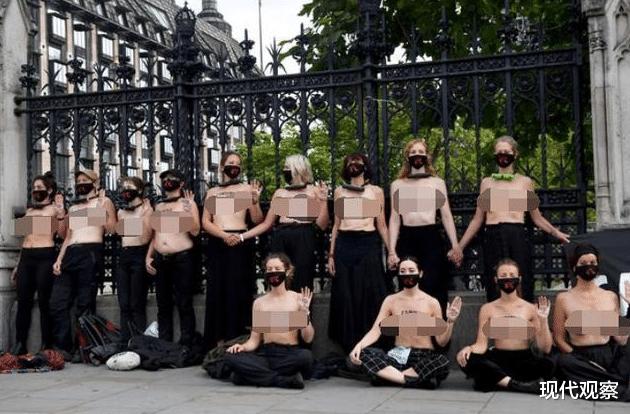 英國30多名女性赤裸走上城市街頭,呼籲人們關註氣候變暖卻被警察抬走!-圖2