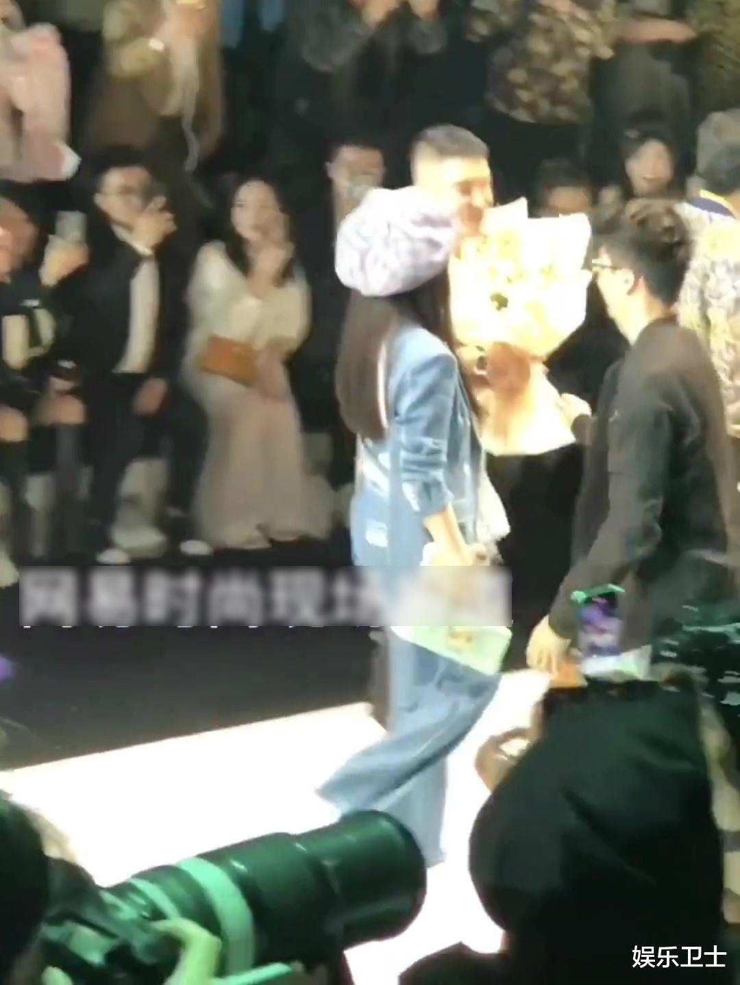 范冰冰參加上海時裝周,被特殊照顧顯大花身份,與馬蘇同框全程避嫌無交流-圖10